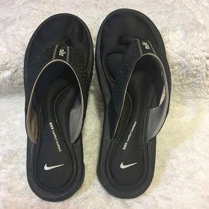 Nike comfort footbed flip flops women's size 6